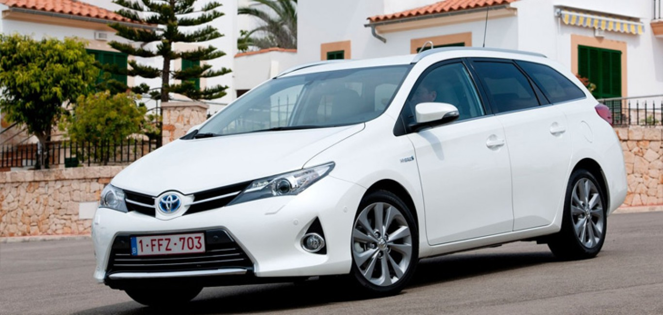 Toyota-Auris-Touring-Sports2