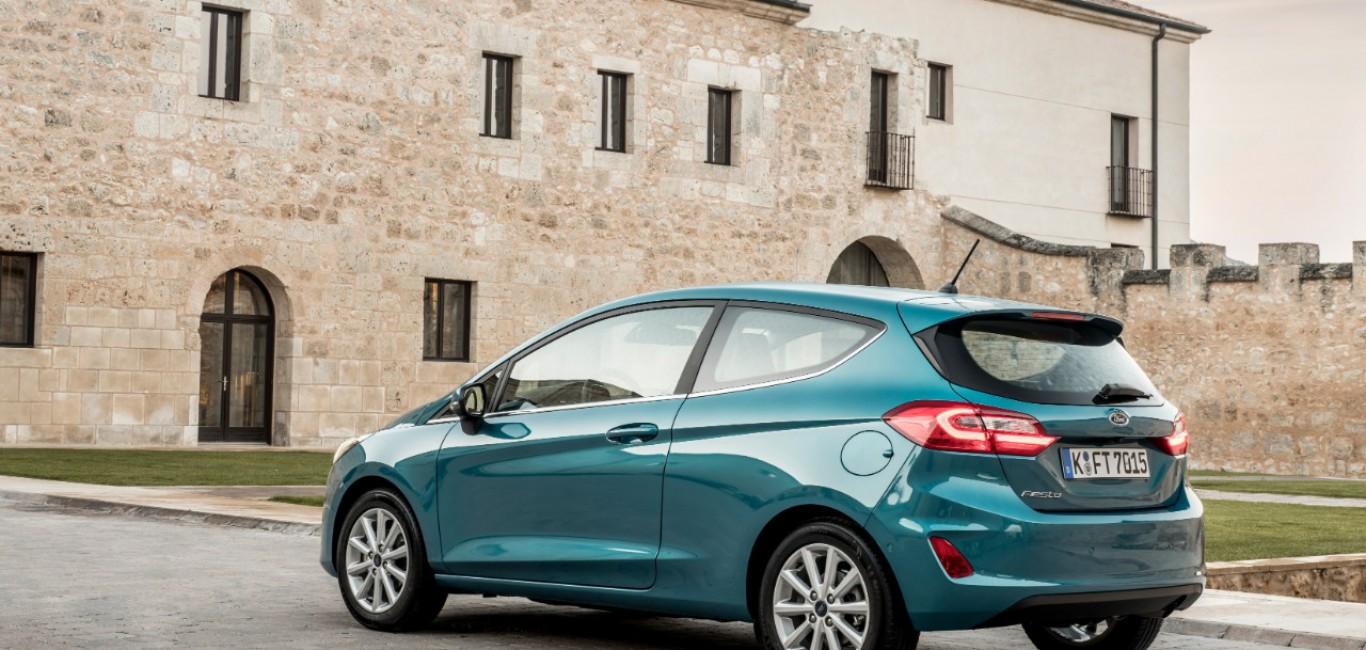 2017_Ford_Fiesta_Titanium_Wave_Blue_067